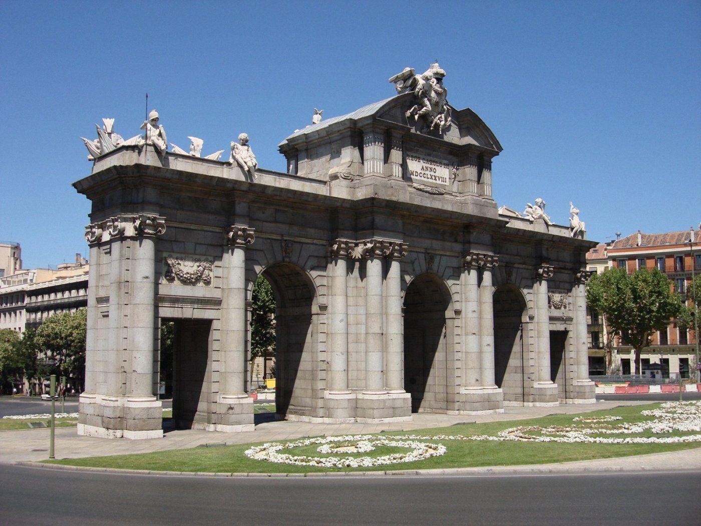 Puerta de Alcalá- lado dos